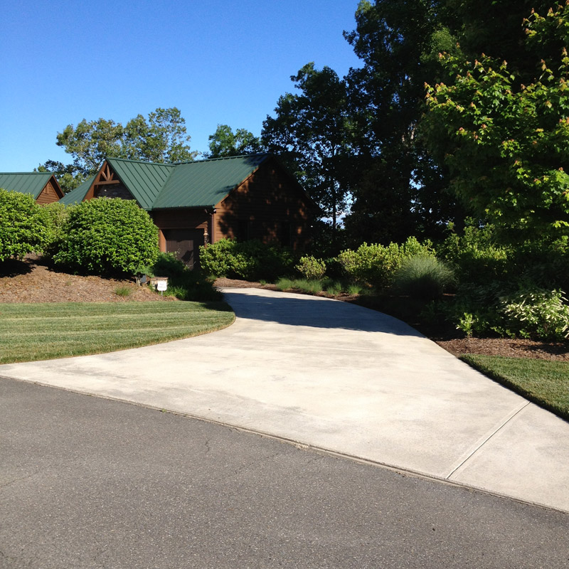 concrete-driveway-cleaning-before-staining